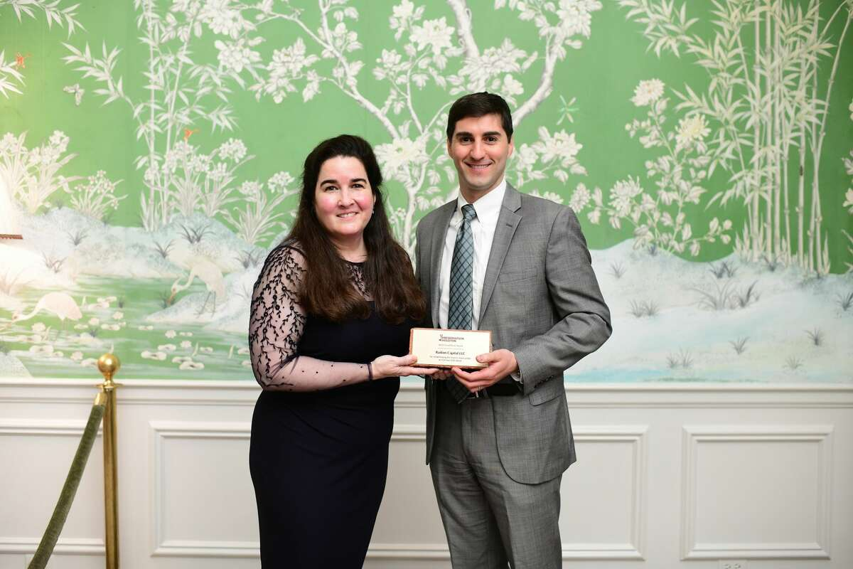 Preservation Houston board president Kate McCormick presents a 2020 Good Brick Award to Barton Kelly of Radom Capital at the 2020 Cornerstone Dinner at River Oaks Country Club.