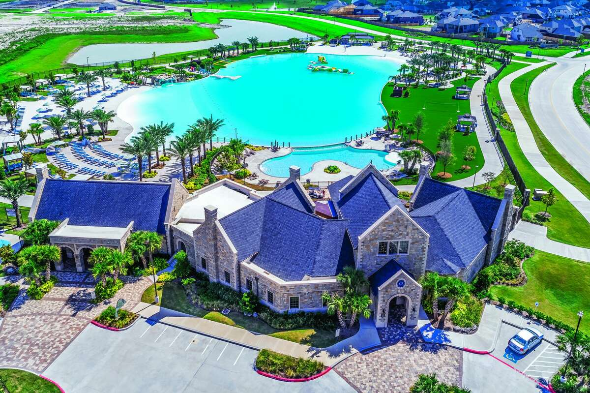 The Sierra Vista development is located inRosharon, Texas, and is said to be one of the top-selling communities of 2021.