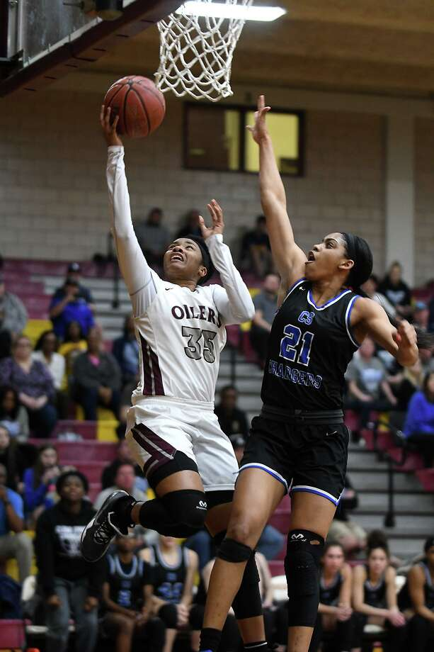 Pearland sophomore forward Aryelle Stevens (35) drives to the hoop against Clear Springs junior post Niyah Johnson (21) during the first quarter of their Region 3-6A quarterfinal playoff matchup Monday at Deer Park High School. Photo: Jerry Baker, Houston Chronicle / Contributor / Houston Chronicle
