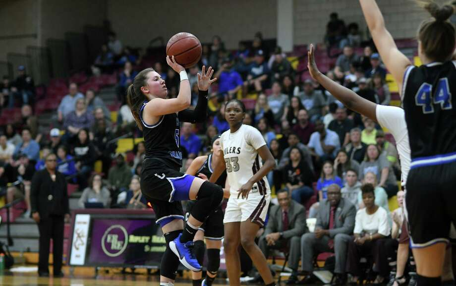 Clear Springs sophomore point guard Kylie Minter (5) drives toward the hoop against the Pearland defense during the third quarter of their Region 3-6A quarterfinal playoff matchup Monday in Deer Park. Photo: Jerry Baker, Houston Chronicle / Contributor / Houston Chronicle