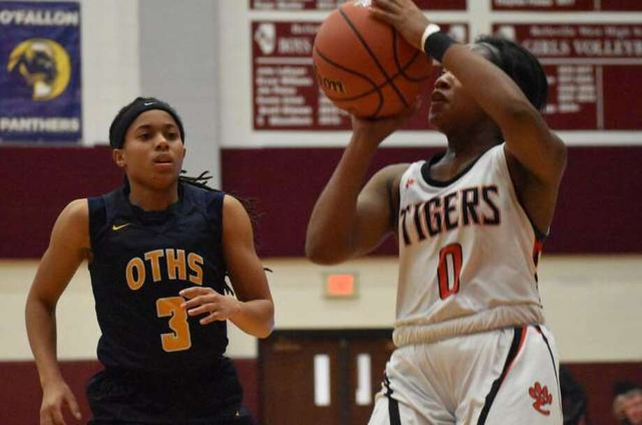 Edwardsville point guard Quierra Love hits a jumper from the baseline during the second quarter of Monday's game against O'Fallon. Photo: Matt Kamp|The Intelligencer