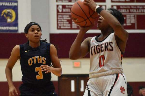 Edwardsville point guard Quierra Love hits a jumper from the baseline during the second quarter of Monday's game against O'Fallon.