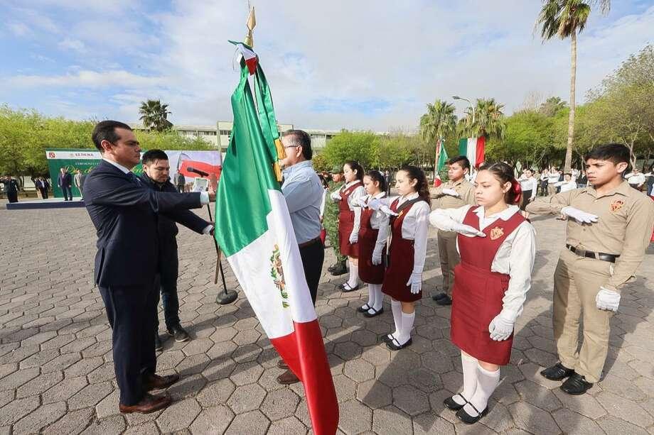 El Presidente Municipal de Nuevo Laredo, México, Enrique Rivas Cuéllar, encabezó el abanderamiento de escoltas por la celebración del Día de la Bandera en México, el 24 de febrero de 2020. Photo: Foto De Cortesía /Gobierno De Nuevo Laredo