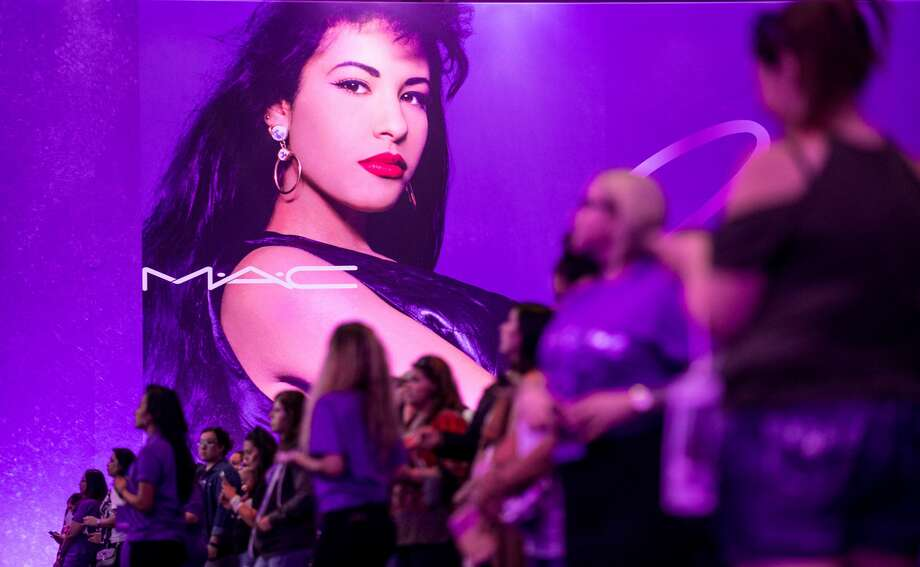 The Selena Mac Makeup Line That Sold Out Years Ago Is Back For A Sequel San Antonio Express News