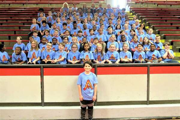 Vedder Obermeyer stands in front of the entirety of the third grade at West Elementary School.