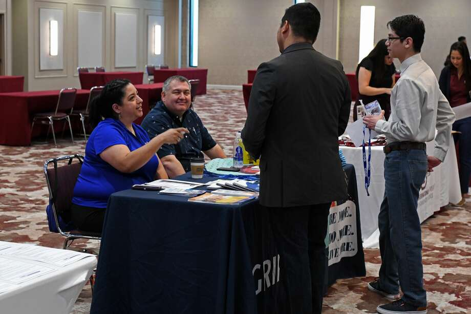 Students speak with participating employers during the TAMIU Spring 2020 All Majors Career Fair at the Student Center Ballrom, Monday, Feb. 24, 2020. Photo: Christian Alejandro Ocampo/Laredo Morning Times