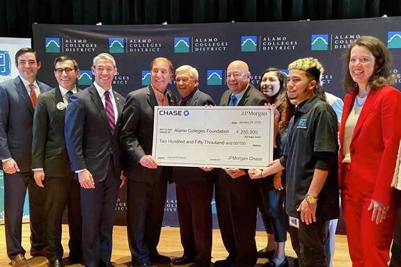 The Alamo Colleges District received a $250,000 donation Tuesday from JPMorgan Chase, bringing the funds for the Alamo Promise tuition assistance program to $4.5 million.
