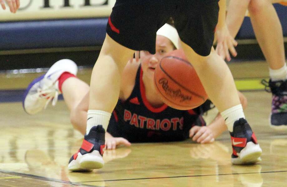 The USA girls basketball team squeaked by Bad Axe, 40-38, on Tuesday night. Photo: Mark Birdsall/Huron Daily Tribune