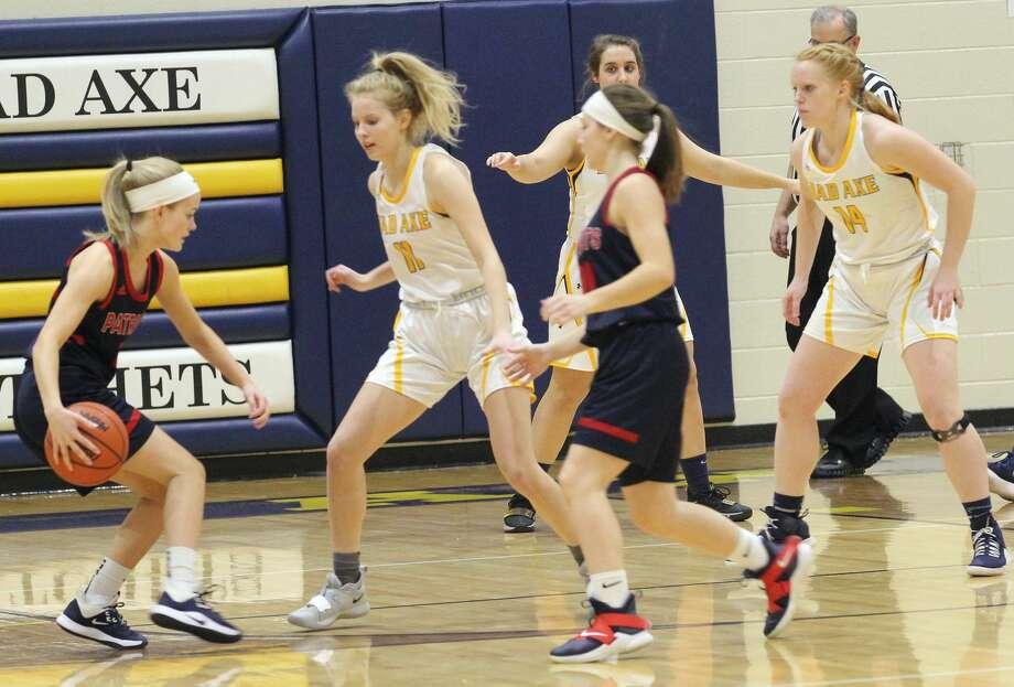 The USA girls basketball team edged host Bad Axe, 40-38, on Tuesday night. Photo: Mark Birdsall/Huron Daily Tribune