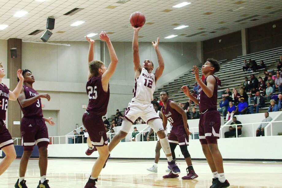Clear Creek's Seth Jones (12) puts up a shot over Pearland's Ty Williams (25) Tuesday at Pasadena ISD Phillips Field House. Photo: Kirk Sides / Staff Photographer / © 2020 Kirk Sides / Houston Chronicle
