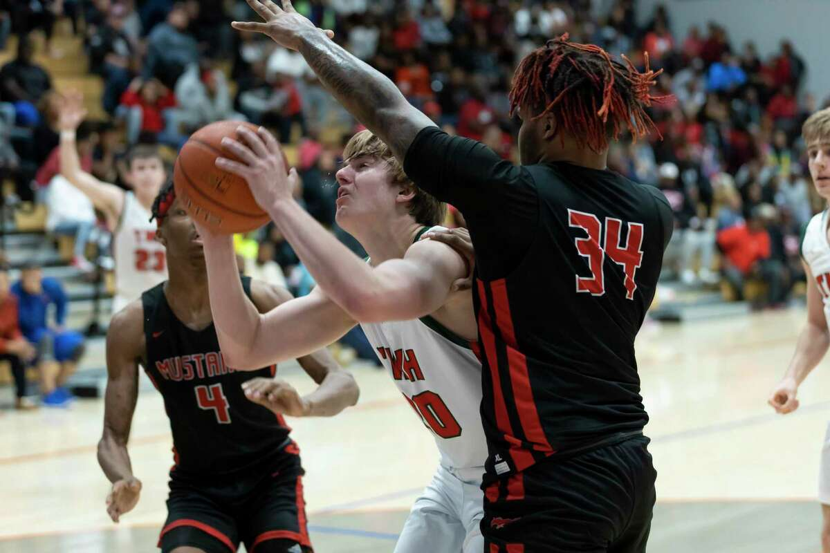 Woodlands forward Kylan Williams (20) shoots for the basket through Westfield player Nick Booker (34) and Westfield forward Eli Lee (4) during the second half in a Region II-6A area boys basketball playoff at Grand Oaks high school, Tuesday, Feb. 25, 2020.