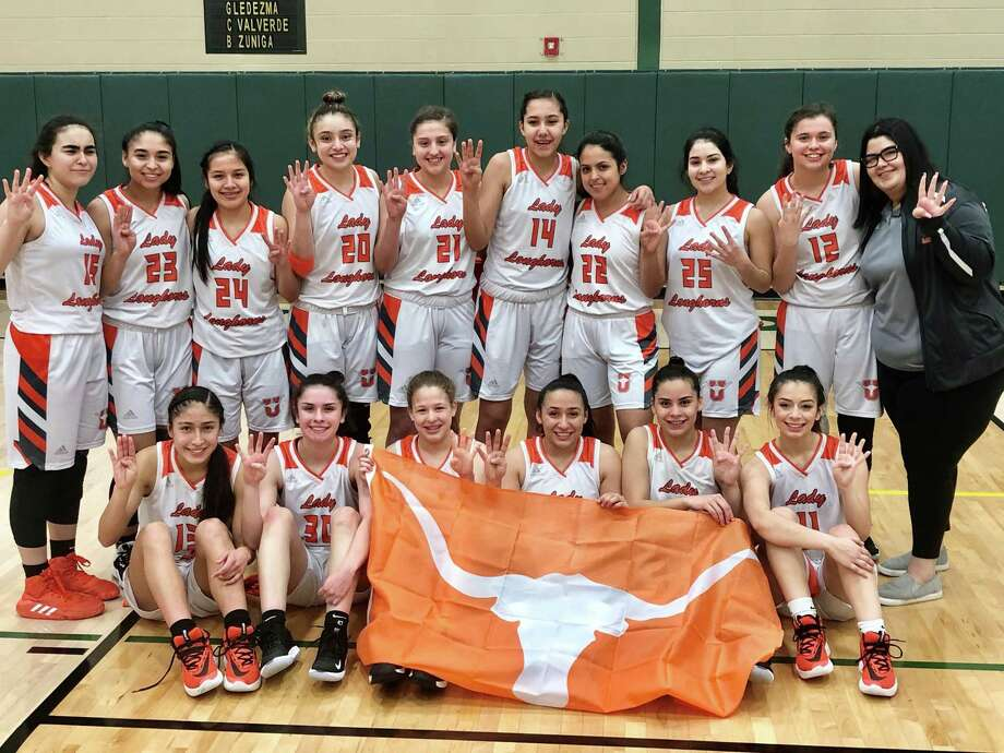 United advanced to the regional semifinals Tuesday with a 66-49 victory over Weslaco at San Antonio Southwest Legacy High School. Photo: Clara Sandoval /Laredo Morning Times