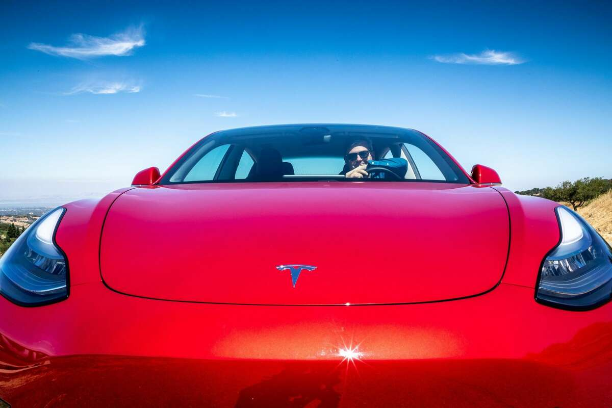 Buyers of electric vehicles would be required to pay an extra registration fee of $200 and an additional $200 renewal fee each year if the Texas Legislature approves a bill filed this week.