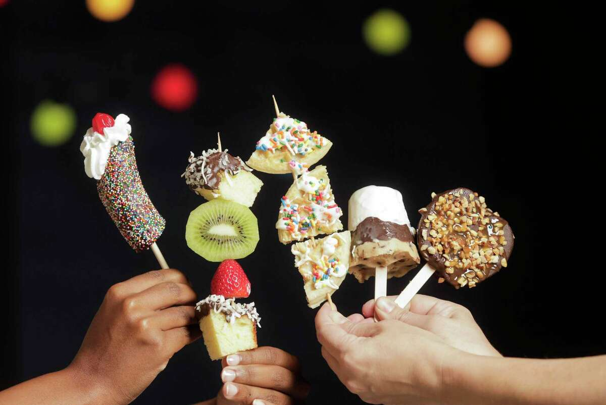 The arrival of RodeoHouston 2020 means Houston will be eating at lot of foods on a stick in the coming weeks. Easy to make at home, dessert sticks and pops allow you to experience carnival food pleasures all year round.