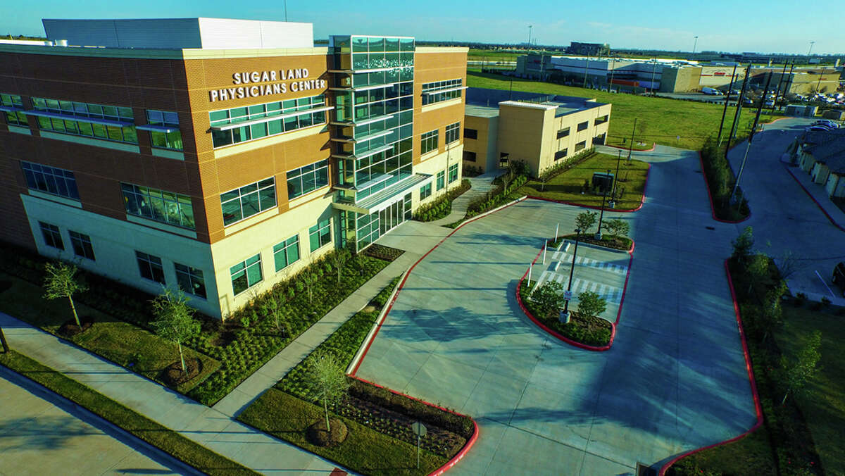 American Commercial Contractors obtained a $16.1 million bridge loan to refinance Sugar Land Physicians Center, a 56,063-square-foot medical office building at 7616 Branford Place in Sugar Land. CBRE arranged the loan.