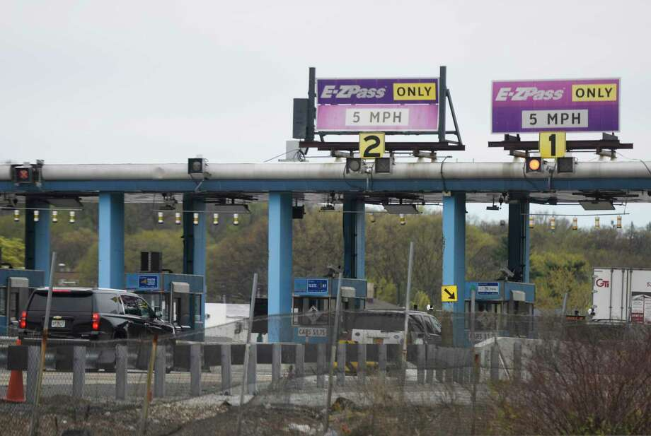 Cars pass through the New England Thruway Toll Plaza on the stretch of I-95 between New Rochelle and Larchmont, N.Y. Monday, April 24, 2017. Photo: Tyler Sizemore / Hearst Connecticut Media / Greenwich Time