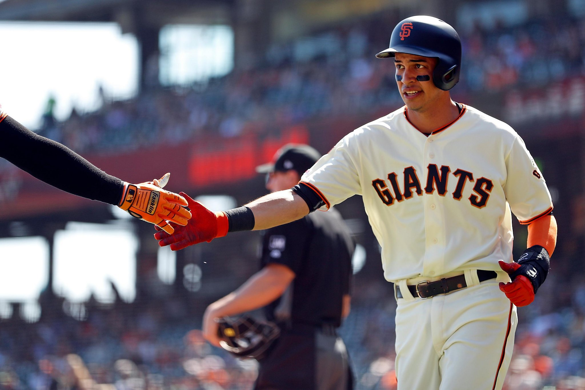 Giants' Mauricio Dubon gets first lesson in center field