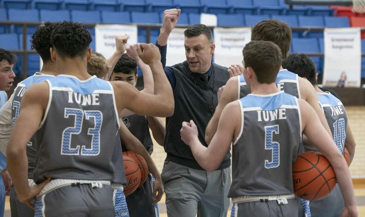 Greenwood Coach Nate Bridges talks with his players during practice. Tim Fischer/Reporter-Telegram