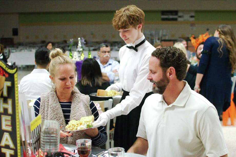 Alyssa Godfrey serves her parents Erica and Jason during a Deer Park High School Project Graduation dinner fundraiser. Next up is a mattress sale, scheduled for Saturday, March 21. Any business, organization or individual who would like to donate funds, gift cards, merchandise or services for Project Graduation may call 281-250-4463. Photo: Kirk Sides / Staff Photographer / © 2020 Kirk Sides / Houston Chronicle