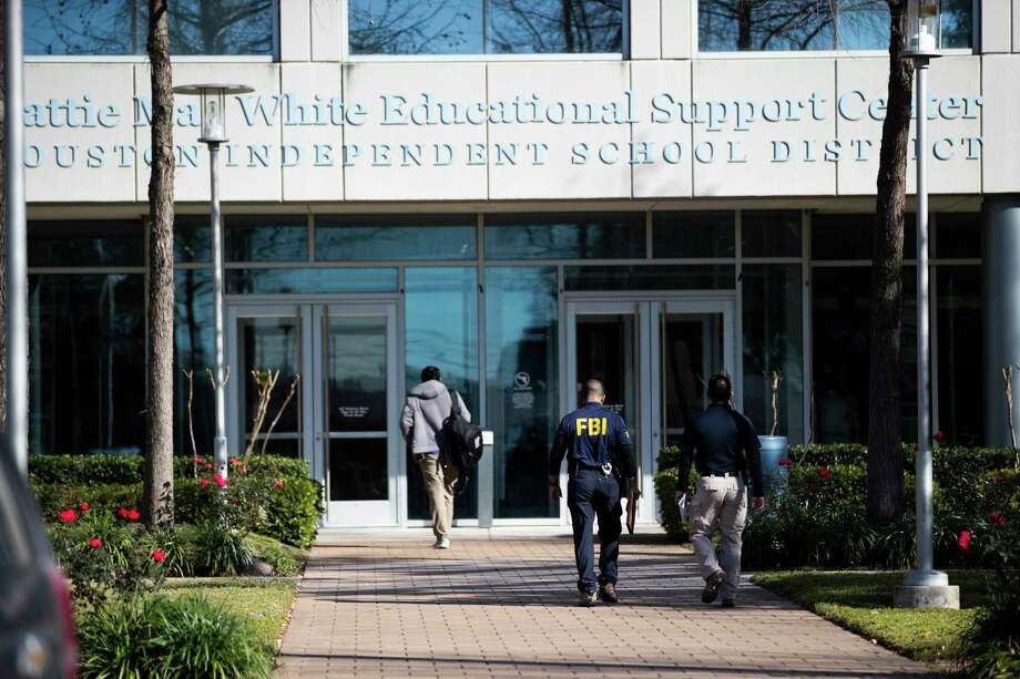 A man wearing an FBI shirt enters the Hattie Mae White, HISD Administration Building on Thursday, Feb. 27, 2020. Photo: Marie D. De Jesús, Staff Photographer / © 2020 Houston Chronicle