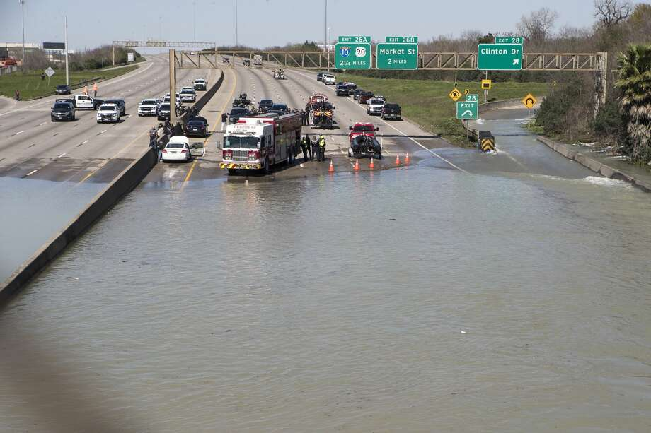 High water from a water main break floods the East Loop 610 on Thursday, Feb. 27, 2020 in Houston. The flooding closed the major freeway that circles the city. Photo: Brett Coomer, Staff Photographer/Houston Chronicle