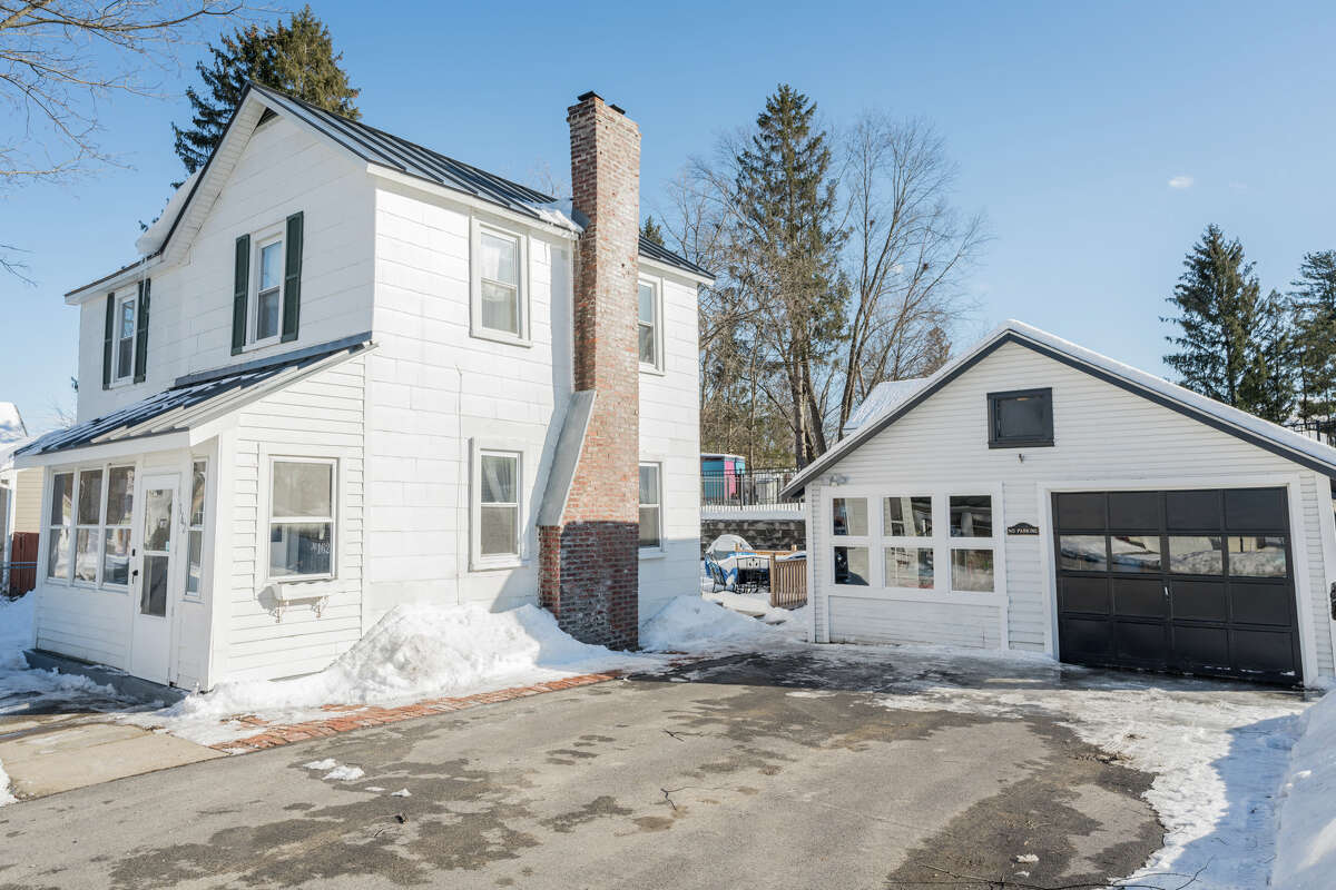House of the Week: 162 Ash St., Saratoga Springs | Realtor: Meg Minehan of Roohan Realty | Discuss: Talk about this house