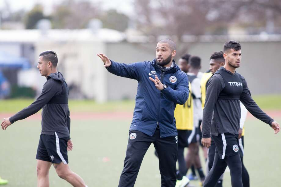 Oakland Roots head coach Jordan Ferrell gives some instruction during a team practice at the College of Alameda on Jan. 21, 2020. Photo: Douglas Zimmerman/SFGate