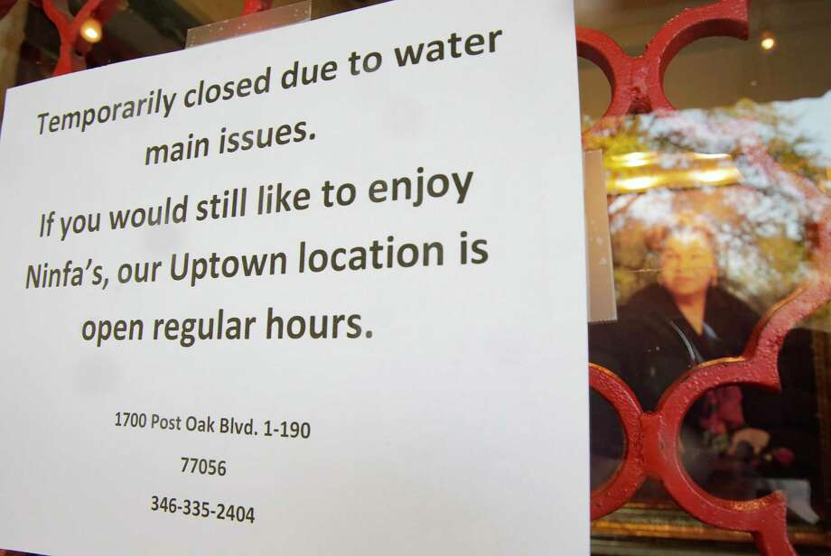 A sign on the door of Ninfa's in Houston following the water main break on Thursday, Feb. 27, 2020. Photo: Elizabeth Conley, Staff Photographer / © 2020 Houston Chronicle