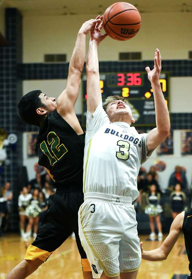 Alexander and Nixon would meet up in the third round for the second straight season if both win Friday in the area round. Photo: Danny Zaragoza /Laredo Morning Times File / Laredo Morning Times