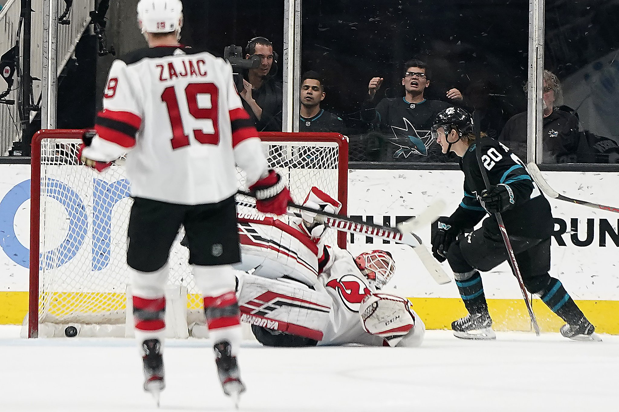 Joe Thornton isn't unhappy with Sharks, who top Devils in OT
