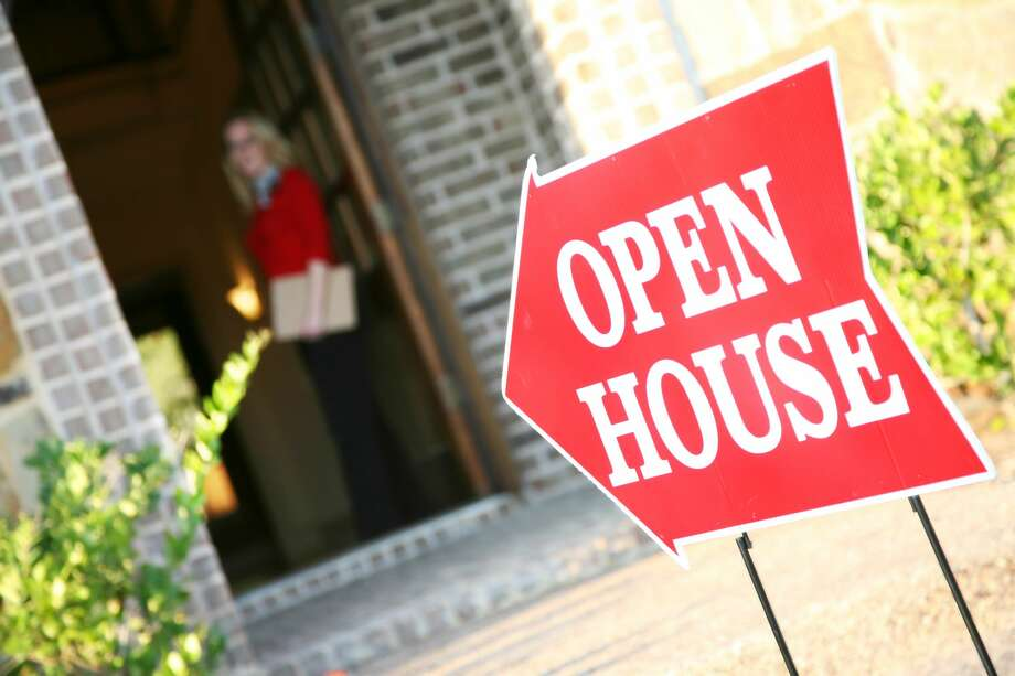 At an open house, buyers can meet with neighbors and learn more about local neighborhood amenities. Photo: Courtesy Getty Images / Steve Debenport