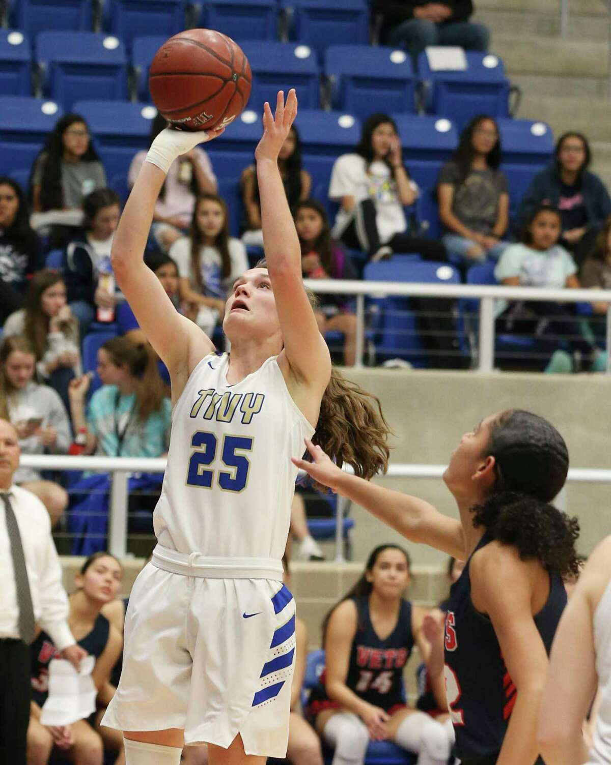 Kerrville Tivy's Ashlee Zirkel (25) scores against Corpus Christi Veterans Memorial's Tatiana Mosley (22) during their Region IV-5A semifinal game on Friday, Feb. 28, 2020.