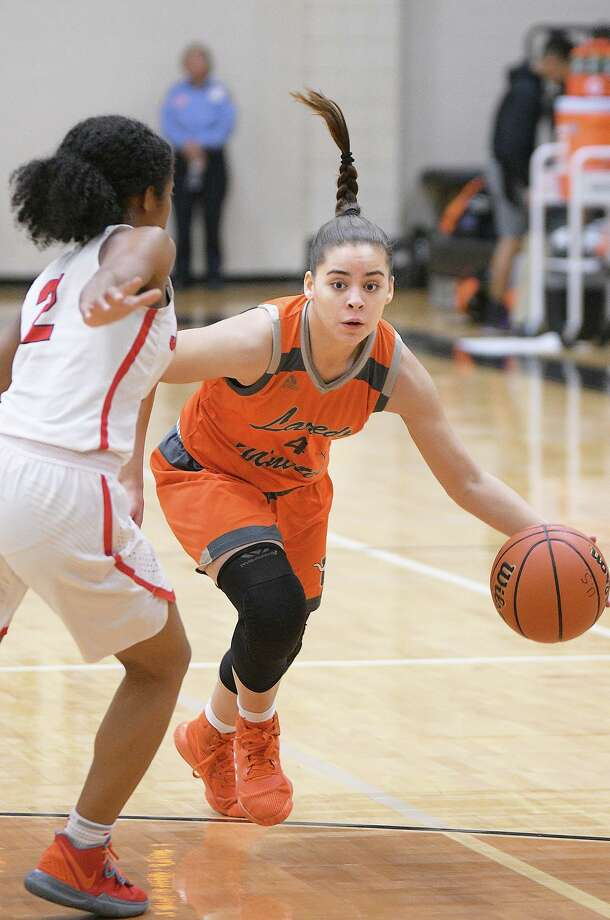 Evelyn Quiroz and United fell 69-49 Friday in the regional semifinals against No. 9 Converse Judson. Photo: Cuate Santos /Laredo Morning Times File / Laredo Morning Times