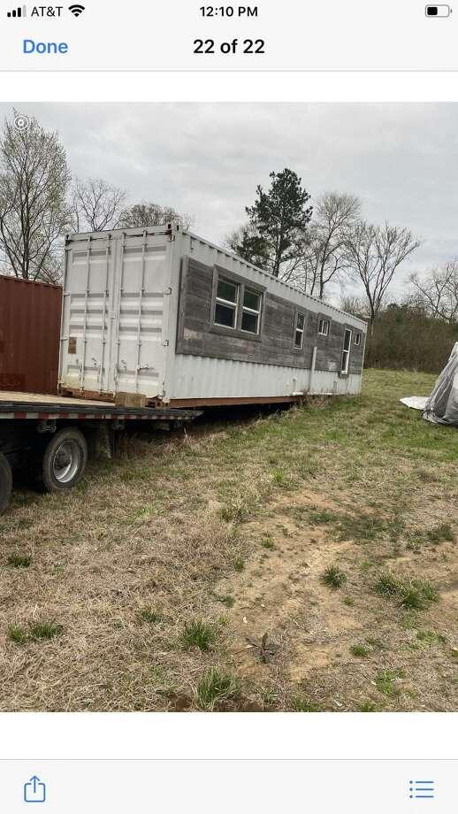 Funcionarios dieron a conocer este contenedor que servirá como vivienda para una veterano local. Photo: Foto De Cortesía