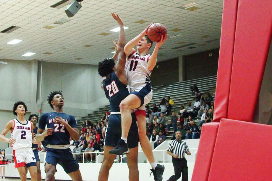 Clear Lake's Jeffery First (11) drives against Atascocita's Landen King (20) Friday at Pasadena ISD Phillips Field House. Photo: Kirk Sides / Staff Photographer / © 2020 Kirk Sides / Houston Chronicle
