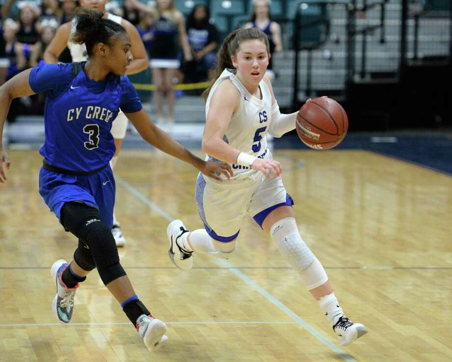 Kylie Minter (right) of Clear Springs has been selected most valuable player of the District 24-6A girls' basketball team. Photo: Craig Moseley, Houston Chronicle / Staff Photographer / ©2020 Houston Chronicle