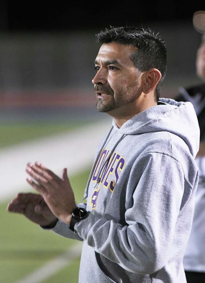 LBJ head coach Eduardo Silva claimed his 300th win last Tuesday with a victory over United South. Photo: Cuate Santos /Laredo Morning Times / Laredo Morning Times