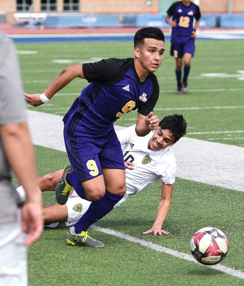 Moises Zuniga is one of three LBJ players who was announced Wednesday as a member of the final roster for the Laredo Heat's U19 team for the UPSL spring season. Photo: Danny Zaragoza /Laredo Morning Times / Laredo Morning Times