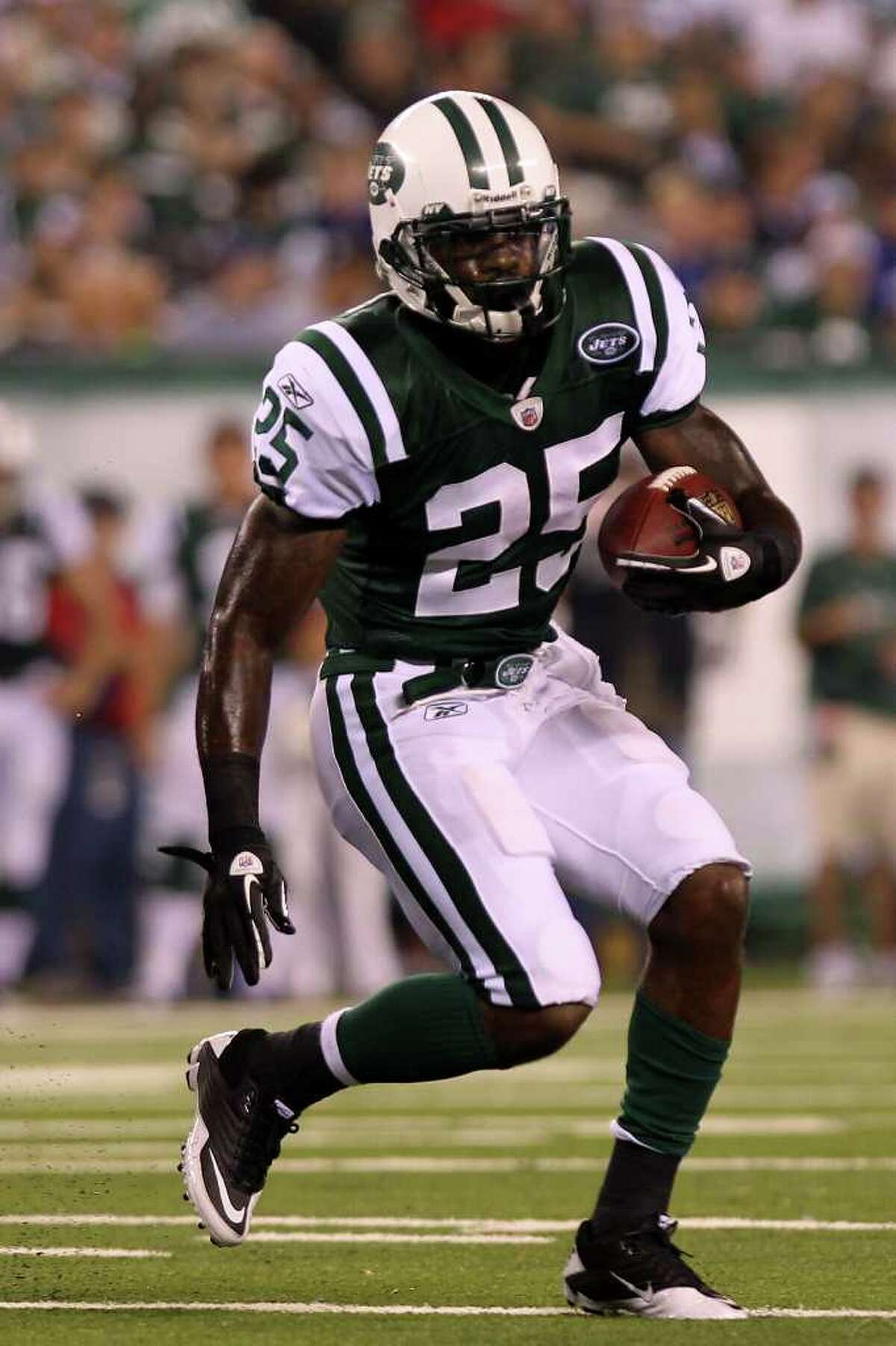 EAST RUTHERFORD, NJ - AUGUST 16: Joe McKnight #25 of the New York Jets rushes against the New York Giants during their game at New Meadowlands Stadium on August 16, 2010 in East Rutherford, New Jersey. (Photo by Nick Laham/Getty Images) *** Local Caption *** Joe McKnight