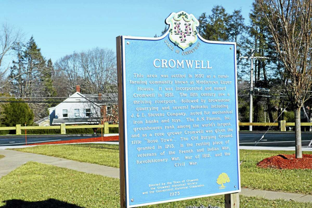 Town of Cromwell sign