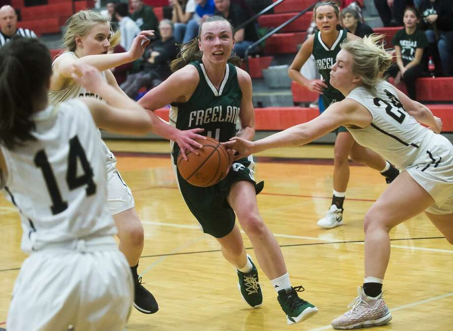 Freeland's Peyton Hansen dribbles down the court during a game against Bullock Creek Monday, March 2, 2020 at Carrollton High School. (Katy Kildee/kkildee@mdn.net) Photo: (Katy Kildee/kkildee@mdn.net)