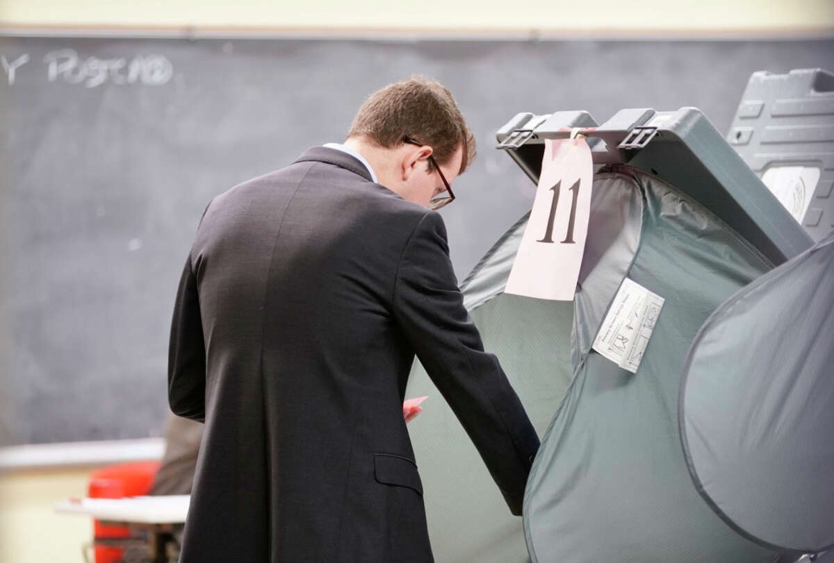 Voters cast their ballots, Tuesday, March 3, 2020, at the West Gray Metropolitan Multi-Service Center.