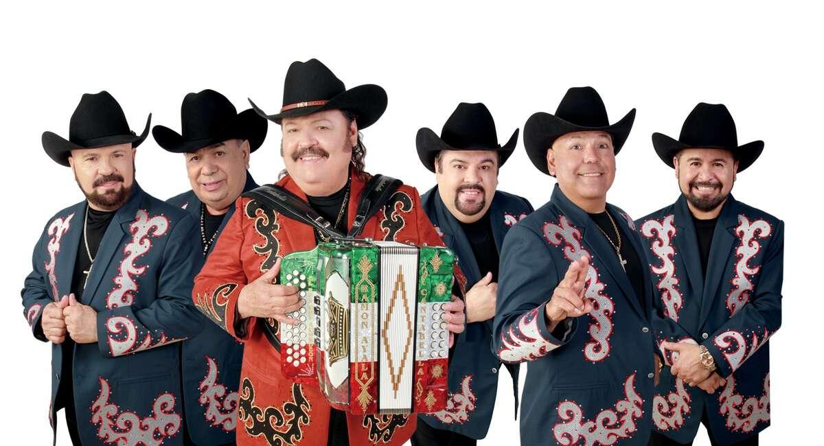 Ramón Ayala se presenta el domingo con su banda en el Go Tejano Day! del Rodeo de Houston.