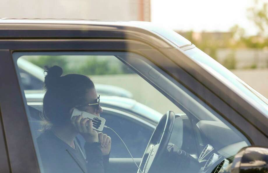 A motorist uses a cell phone while driving. Photo: Godofredo A. Vasquez / Staff Photographer / 2018 Houston Chronicle