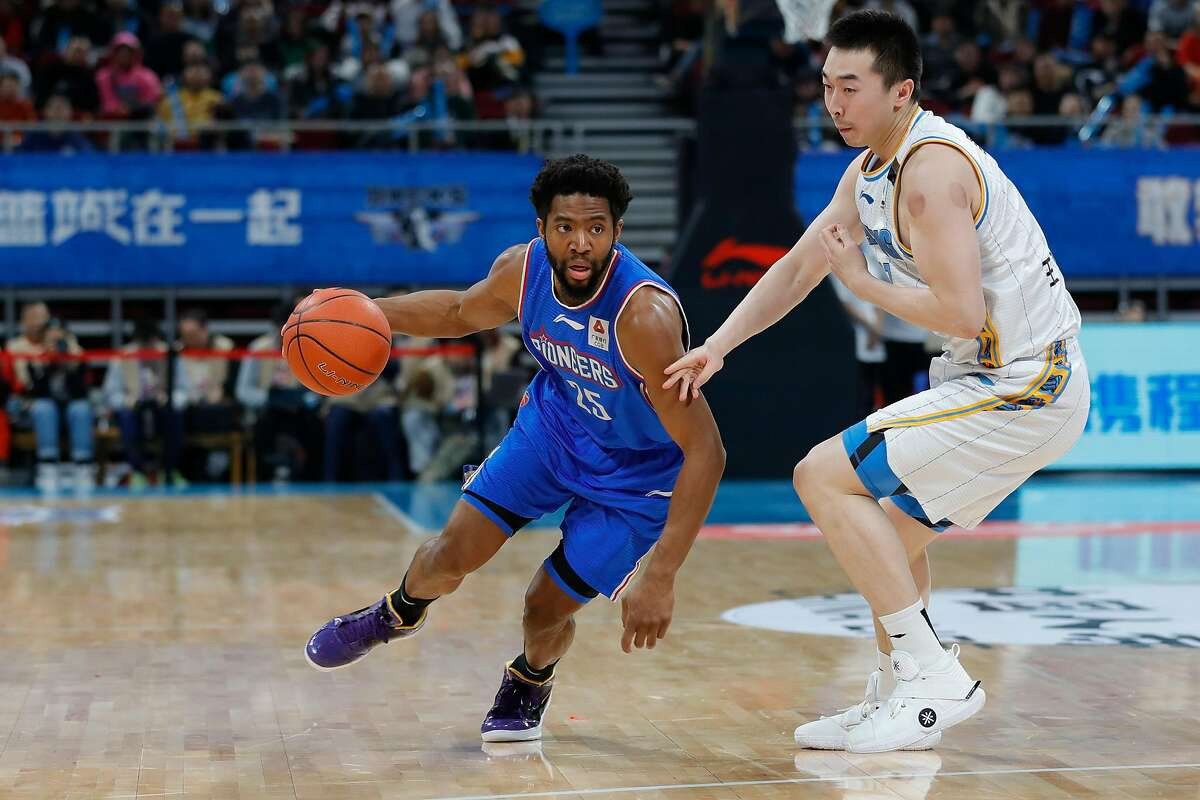BEIJING, CHINA - JANUARY 02: Chasson Randle #25 of Tianjin Pioneers in action during 2019/2020 CBA League - Beijing Ducks v Tianjin Pioneers at Beijing Wukesong Sport Arena on January 2, 2020 in Beijing, China. ~~