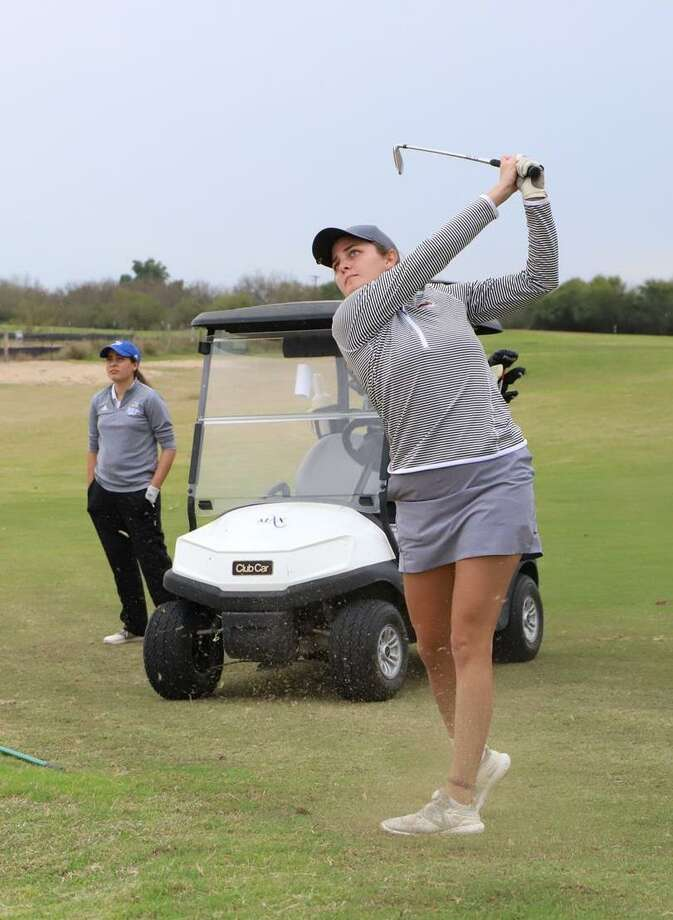 TAMIU's Yuliana Yapur placed 12th individually at the St. Mary's Rattler Invitational shooting a three-round total of 229 (75-77-77). Photo: Courtesy Of TAMIU Athletics /file