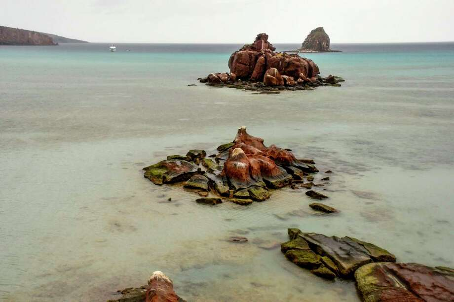The shallow water and rock formations of Candelero Bay on Espiritu Santo. Photo: Christopher Reynolds, MBR / TNS / Los Angeles Times