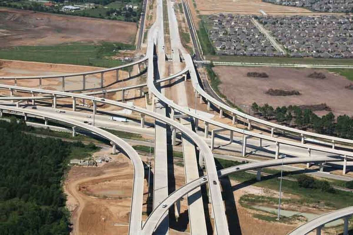 Segment F-1 of the Grand Parkway, the 11.9-mile segment, which runs between U.S. 290 and State Highway 249, is on track to be completed in the fourth quarter of 2015. F-1 is one of three segments that make up the new Grand Parkway (SH 99) Segments F and G, which is being built by Zachry-Odebrecht Parkway Builders for the Texas Department of Transportation.