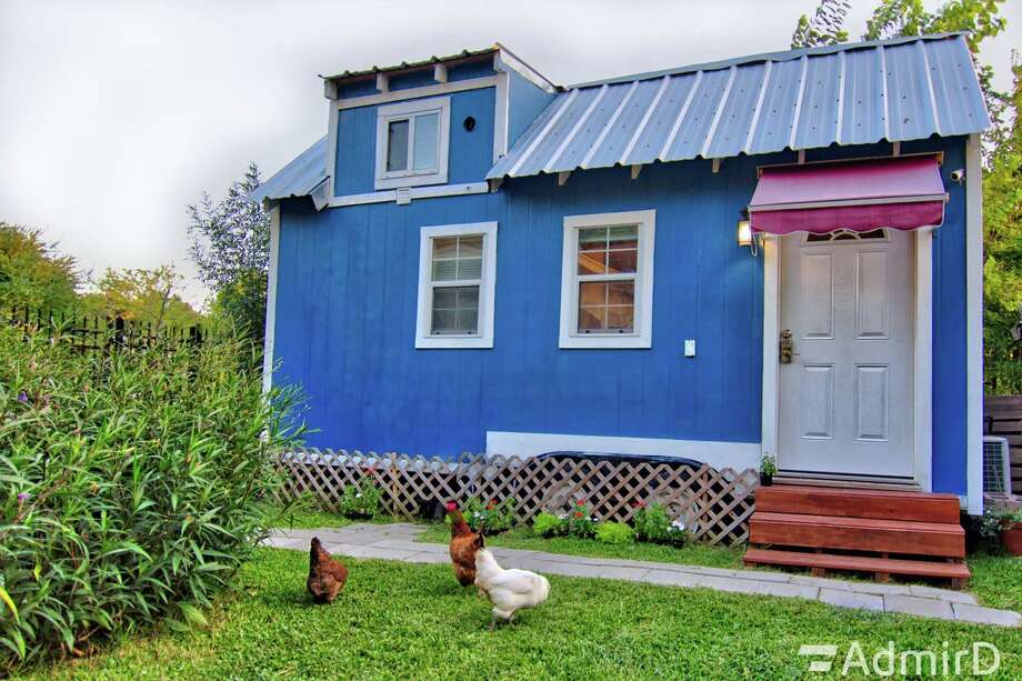 TinyHome w/Chickens