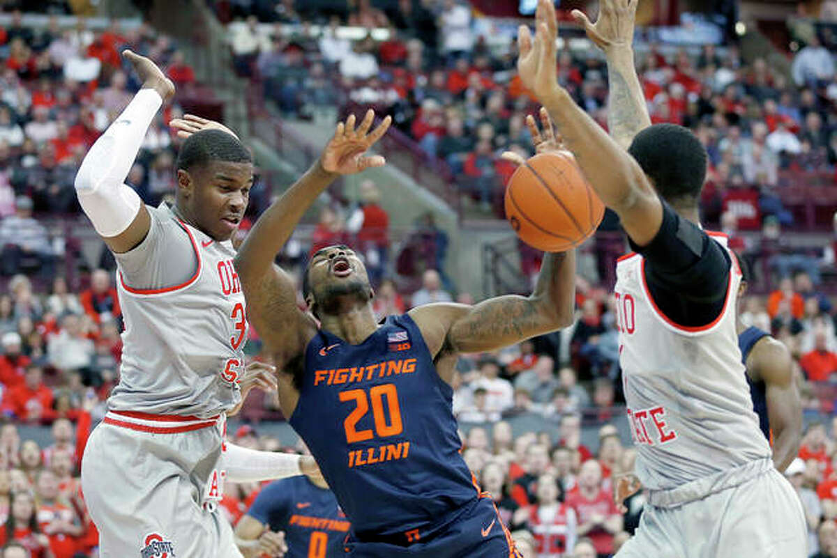 Illinois' Da'Monte Williams, center, loses control of the ball as Ohio State's E.J. Liddell, left, and Luther Muhammad defend during Thursday night's game in Columbus, Ohio.